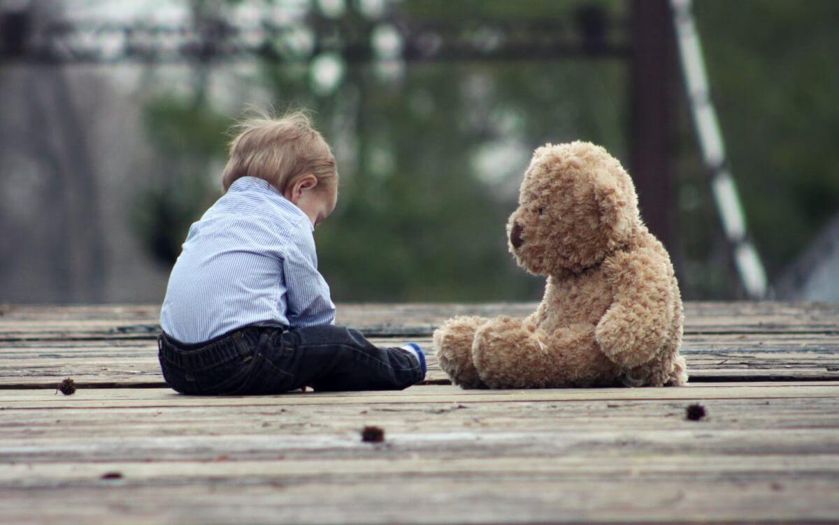 Luto na infância: compreendendo as emoções da criança - Fãs da Psicanálise